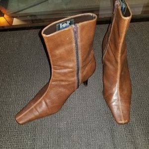 LEI BOOTS - 8.5 Brown